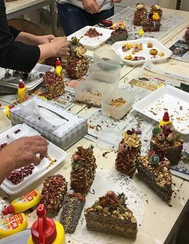 グレイスオブガーデンでワークショップのアロマケーキ作り